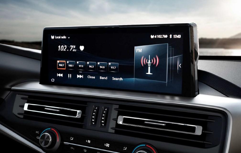 Tela de 10 polegadas sensível ao toque da Peugeot Landtrek — Foto: Divulgação