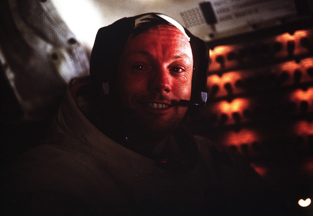 Neil A. Armstrong, comandante da Apollo 11, dentro da nave que o levou até a Lua em 1969 — Foto: Nasa