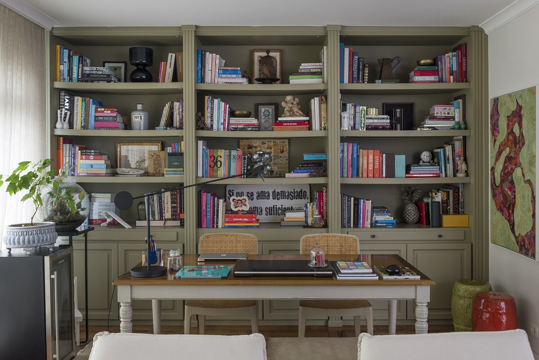 Como organizar estantes, racks e prateleiras: veja 16 dicas