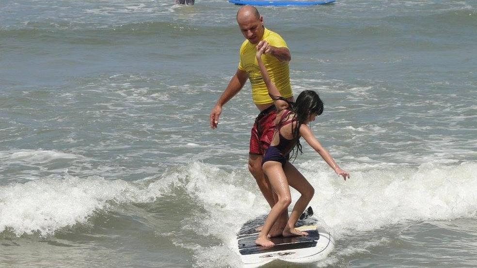 Escola de surfe do Bananinha (Foto: Patrício Medeiros)