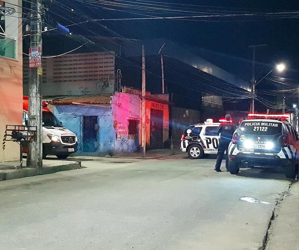 Homem foi socorrido pelo Samu e encaminhado para o IJF. — Foto: Rafaela Duarte/Verdes Mares