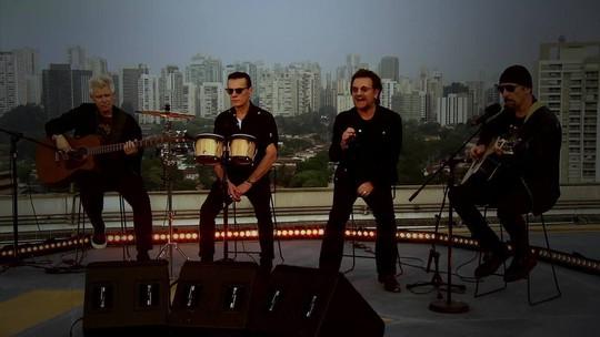 U2 comenta corrupção no Brasil e faz show no Fantástico