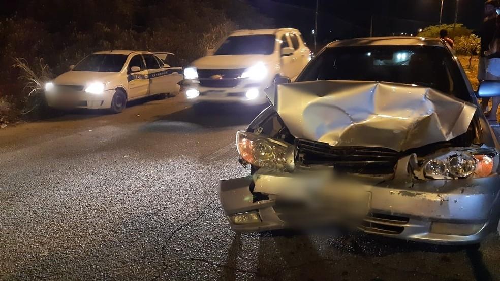 Três pessoas ficaram feridas após acidente no prolongamento da avenida Prudente de Morais, em Natal. — Foto: Sérgio Henrique Santos/Inter TV Cabugi
