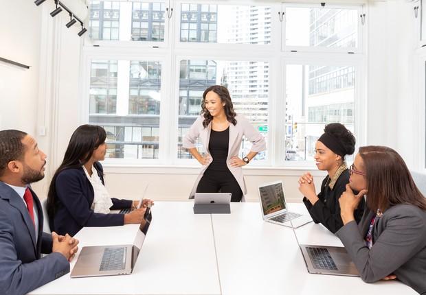Liderança, líder, liderar, mulher, empresária, executiva, apresentação, reunião, empreendedora (Foto: Reprodução/Pexel)