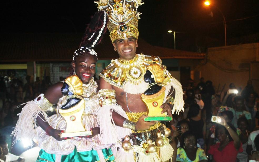 Lucas Pissay, 23 anos, foi escolhido como rei e Viviane Lopes, 27 anos, como rainha do bloco afro Malê Debalê (Foto: Divulgação)