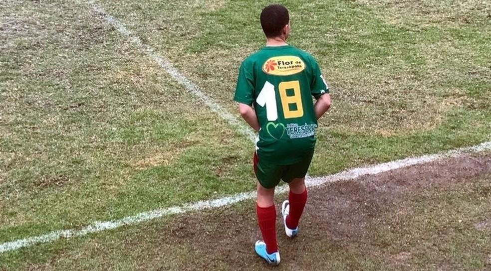 Número feito com esparadrapo quarta divisão do RJ (Foto: Futrio.net)