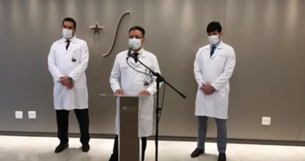 Coletiva de imprensa com equipe médica do hospital DF Star, que operou governador Ibaneis Rocha — Foto: Reprodução