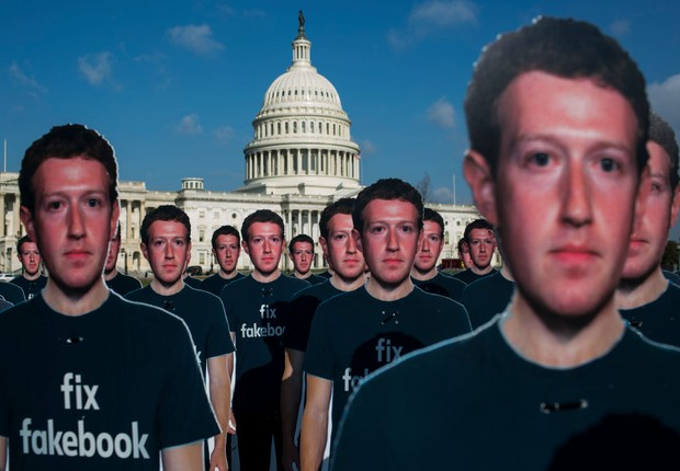 Protesto da Avaaz  contra o Facebook em frente ao Congresso dos EUA (Foto: Getty Images)