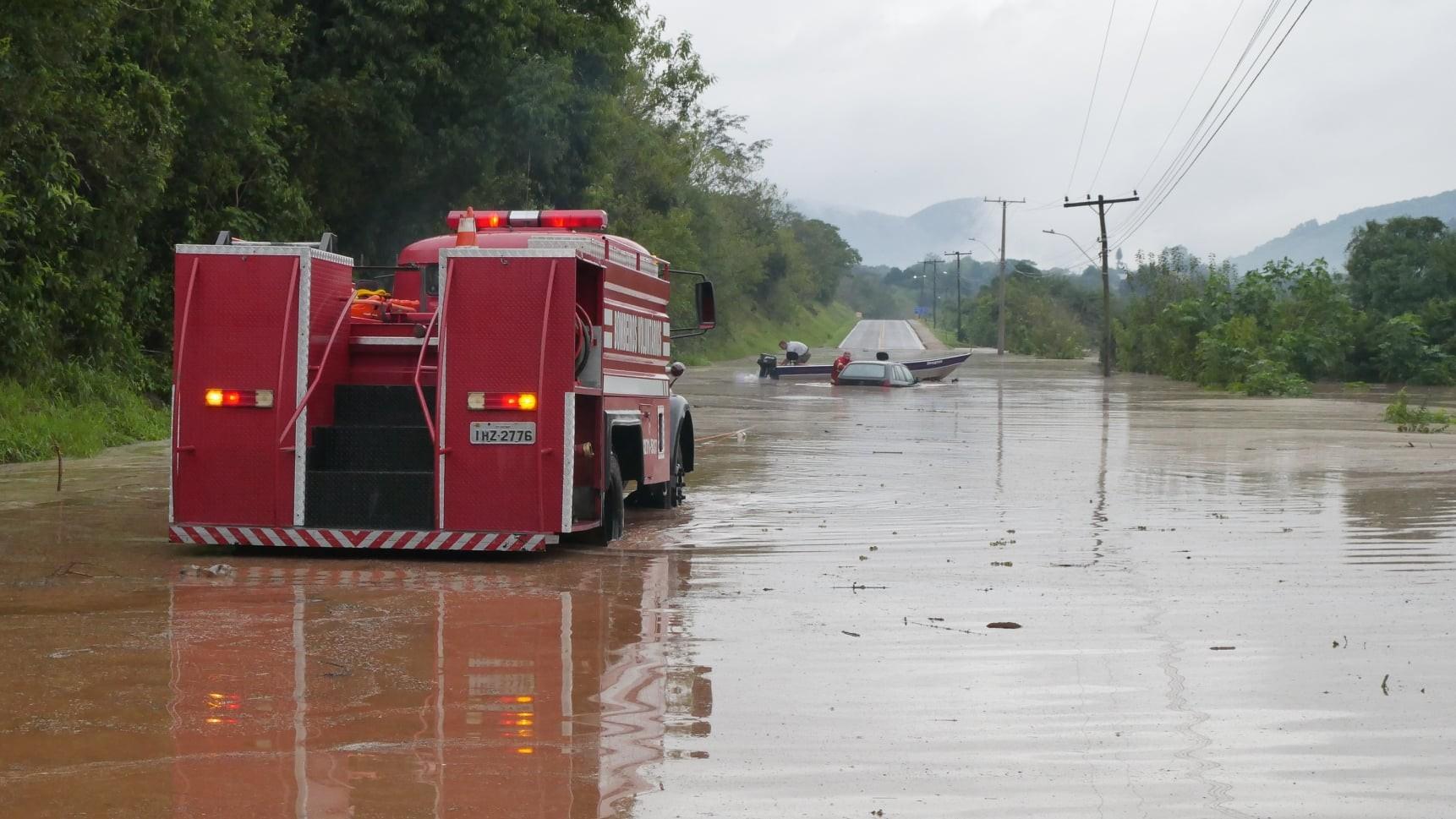 Mais de 4,2 mil pessoas ficam fora de casa após passagem de ciclone extratropical no RS