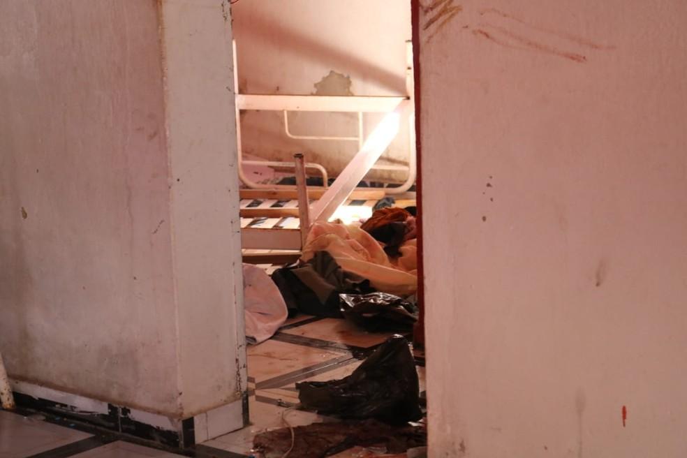 Após a saída da polícia, casa do suspeito foi revirada e saqueada. (Foto: Andrê Nascimento/G1 PI)