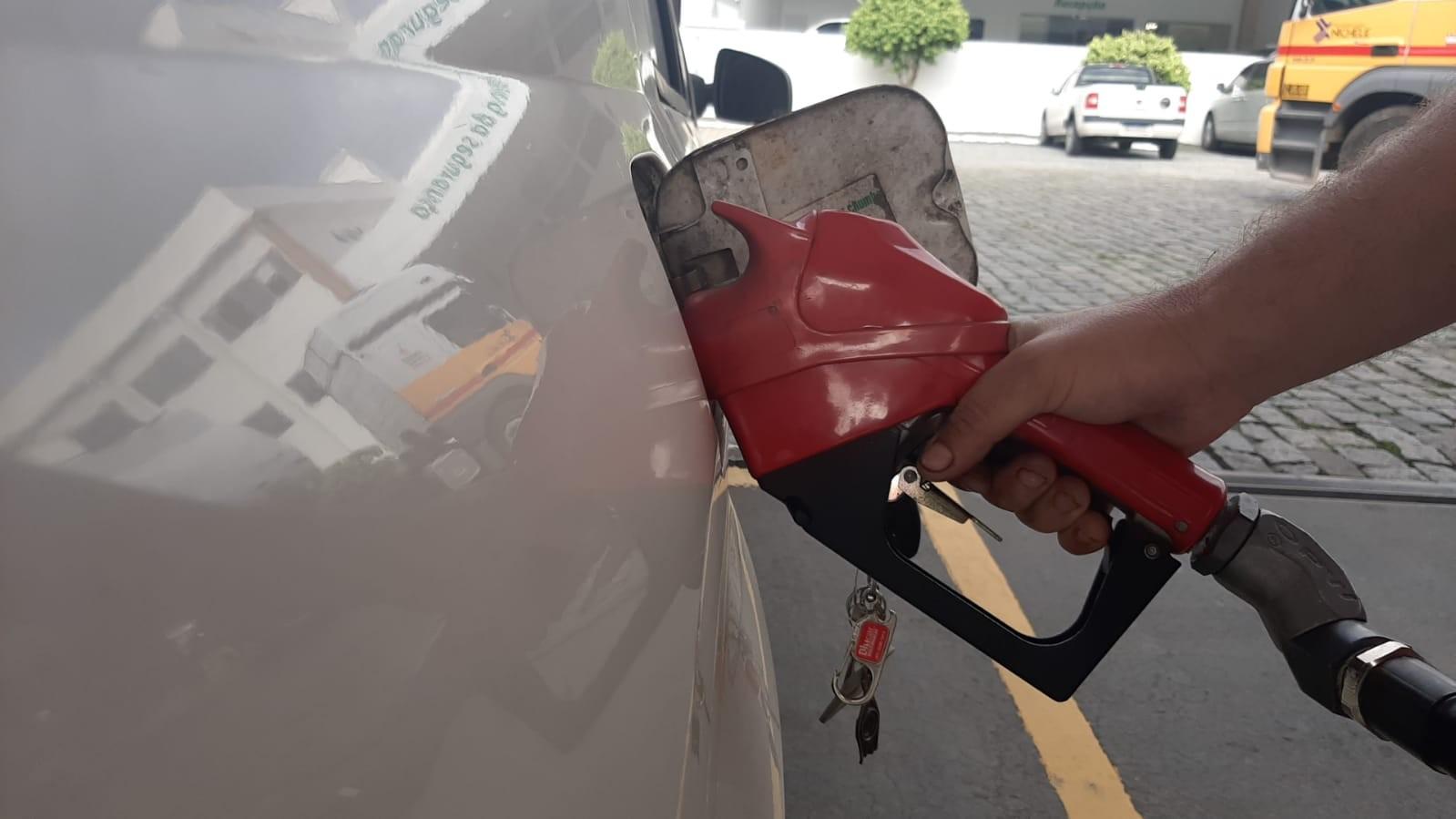 Alta no preço da gasolina pela 2ª vez em outubro chega a postos de combustíveis de SC