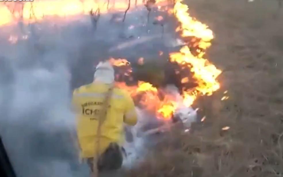 ICMBio combate incêndio em Chapadão do Céu; brigadista Welington Fernando Pires morreu após ter 80% do corpo queimado durante combate ao incêndio Goiás — Foto: Reprodução/TV Anhanguera