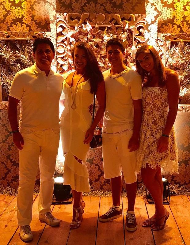 Elaine Mickely, César Filho e família (Foto: Instagram/Reprodução)
