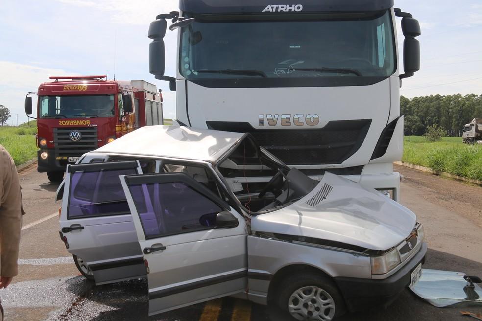 Motorista morre após carreta colidir em carro, na MS-306, em Chapadão do Sul (MS). — Foto: Jovem Sul News