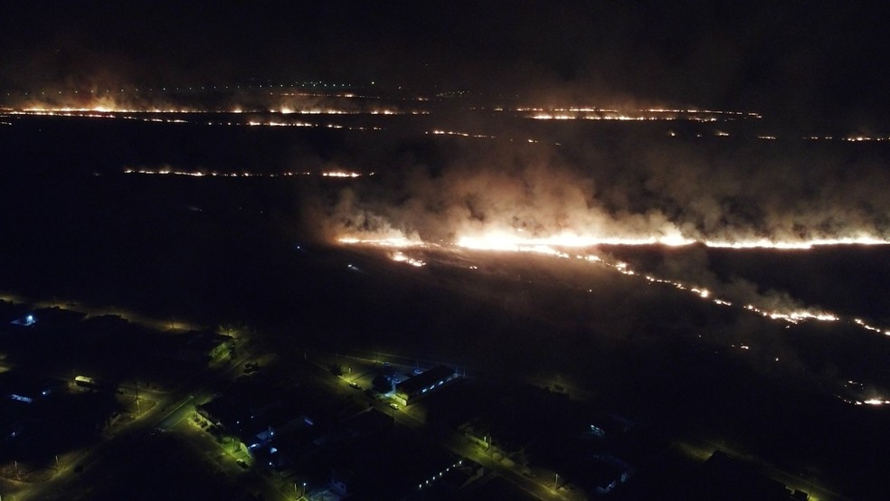 Local do incêndio fica próximo à área urbana em Vilhena, RO — Foto: Semma/Divulgação