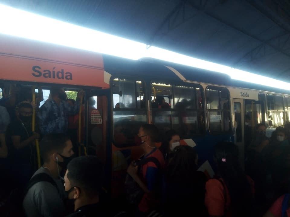 Agência de Regulação fiscaliza ônibus e impede passageiros em pé na região metropolitana
