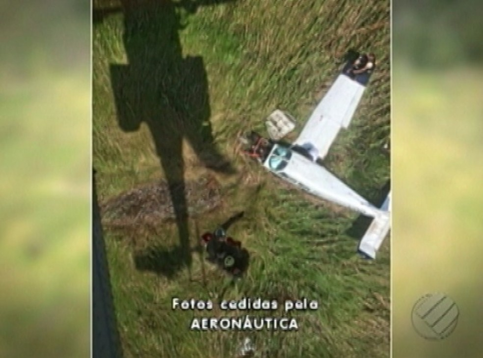 Aeronáutica resgata piloto e passageiros de voo que fez pouso forçado no Marajó. (Foto: Reprodução / TV Liberal)
