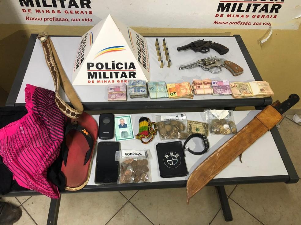 Criminosos foram presos após assaltar agência bancária em Jampruca — Foto: Polícia Militar/Divulgação