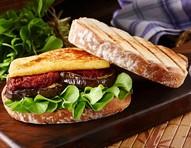 Aprenda receita de sanduíche de berinjela e molho tarê
