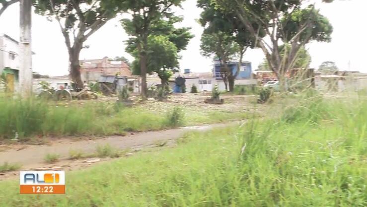 Moradores do Conjunto João Sampaio reclamam de abandono de praça