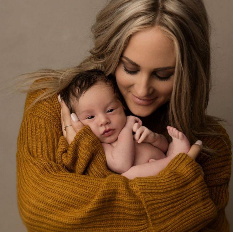 Ensaio de bebê com a mãe (Foto: Sarah Simmons)