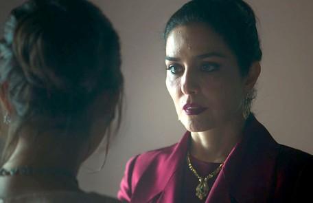 Na quinta (25), ao receber um bilhete de Hussein (Bruno Cabrerizo), Soraia (Letícia Sabatella) irá fugir de casa para ficar com o amante  Reprodução