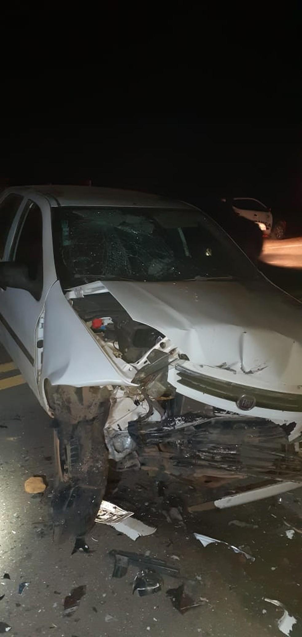 Veículo ficou completamente destruído após acidente em Amparo — Foto: Divulgação/Polícia Rodoviária