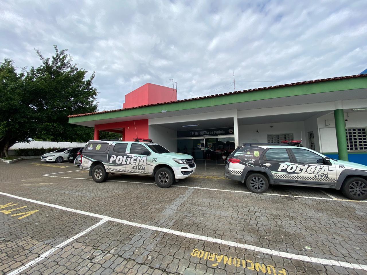 Mulher é presa suspeita de agredir motorista de transporte por aplicativo durante corrida, xingar e acusar policiais de roubo em Manaus