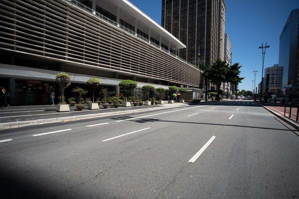 Avenida Paulista, em São Paulo, com movimento baixo na manhã desta segunda-feira (23) — Foto: Marcelo Brandt/G1