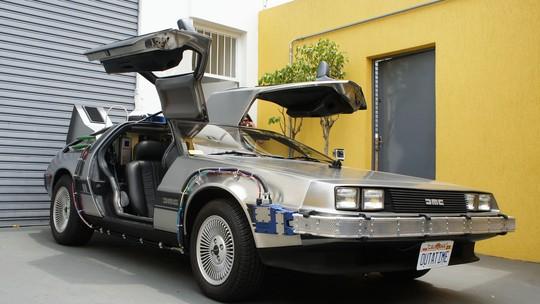 G1 pega carona em DeLorean igual ao do filme 'De volta para o futuro' em SP