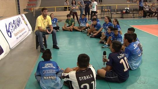 Peso, Bernardinho, maconha: Giba é sabatinado por crianças de projeto social