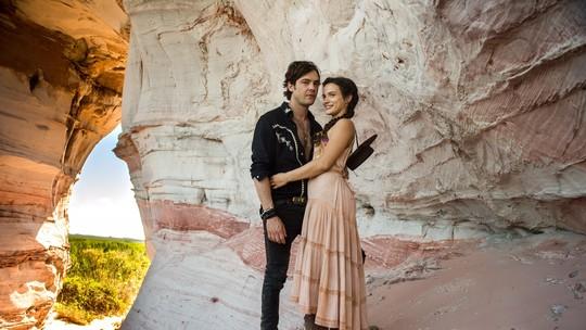 Bianca Bin posa com Sérgio Guizé e mostra bastidores de 'O Outro Lado do Paraíso'