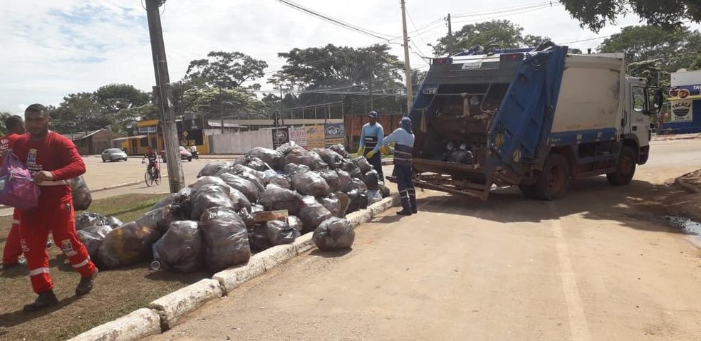 Equipes da Secretaria de Zeladoria continuam trabalho de limpeza nesta quarta-feira (26) — Foto: Assessoria/SMZC