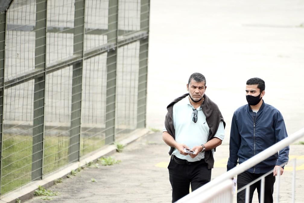 Roberto Costa, presidente do Atlético Mogi, e Roberto Costa dos Santos, vice — Foto: Marcos Ribolli
