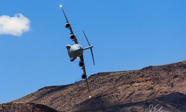 C-17 Globemaster no Star Wars Canyon