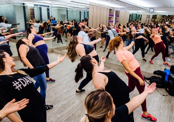 Aula de dança  (Foto: Futilidades / Divulgação)