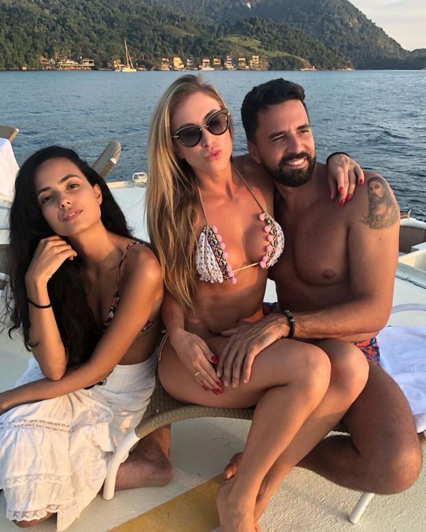 Latino e Jéssica Rodrigues com Dayanna Maia (Foto: Reprodução/TopMagazine)