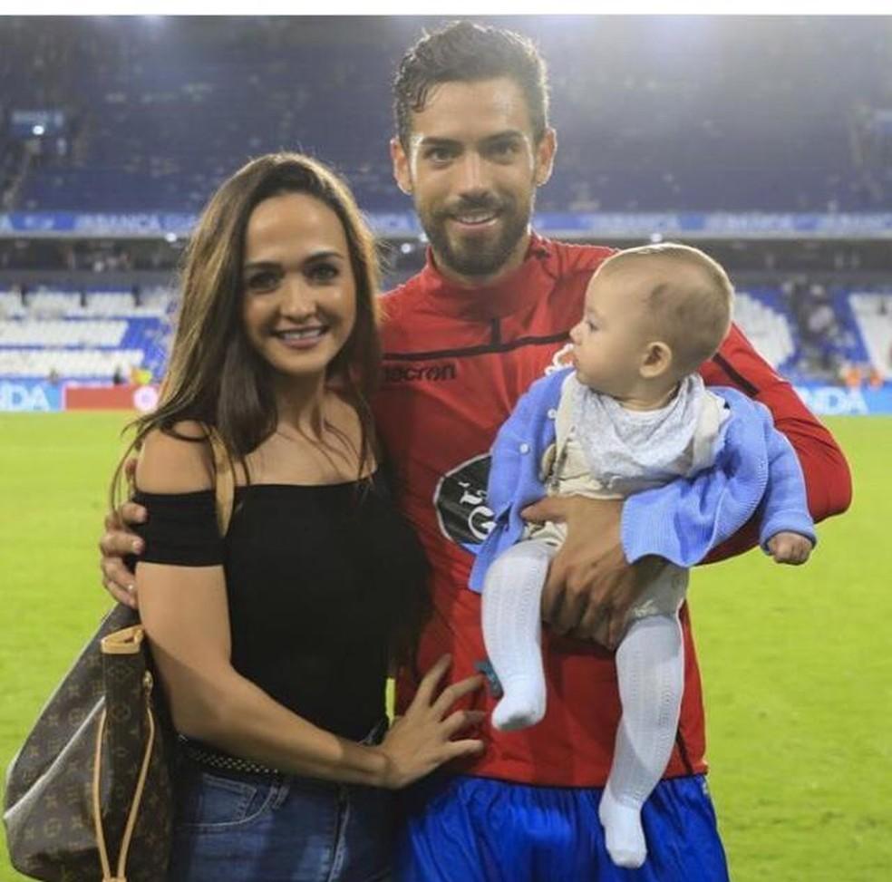 Pablo Marí, com a esposa Verônica e o filho Pablo Marí Junior — Foto: Reprodução / Instagram