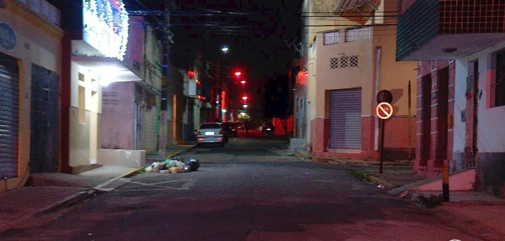 Idosa foi baleada depois que o policial reagiu a uma assalto na Cidade Alta, Zona Leste de Natal (Foto: Inter TV Cabugi/Reprodução)