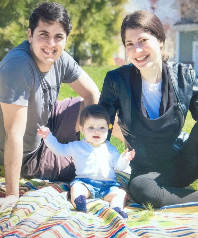 Casal de MS mudou para USA e descobriu rara gestação de trigêmeos ao levar primeira filha para tomar vacina — Foto: Redes sociais/Reprodução