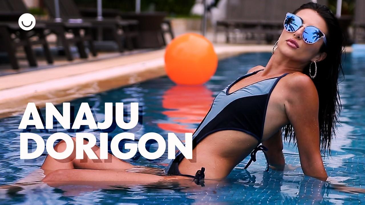 Anaju Dorigon posa para ensaio de moda praia