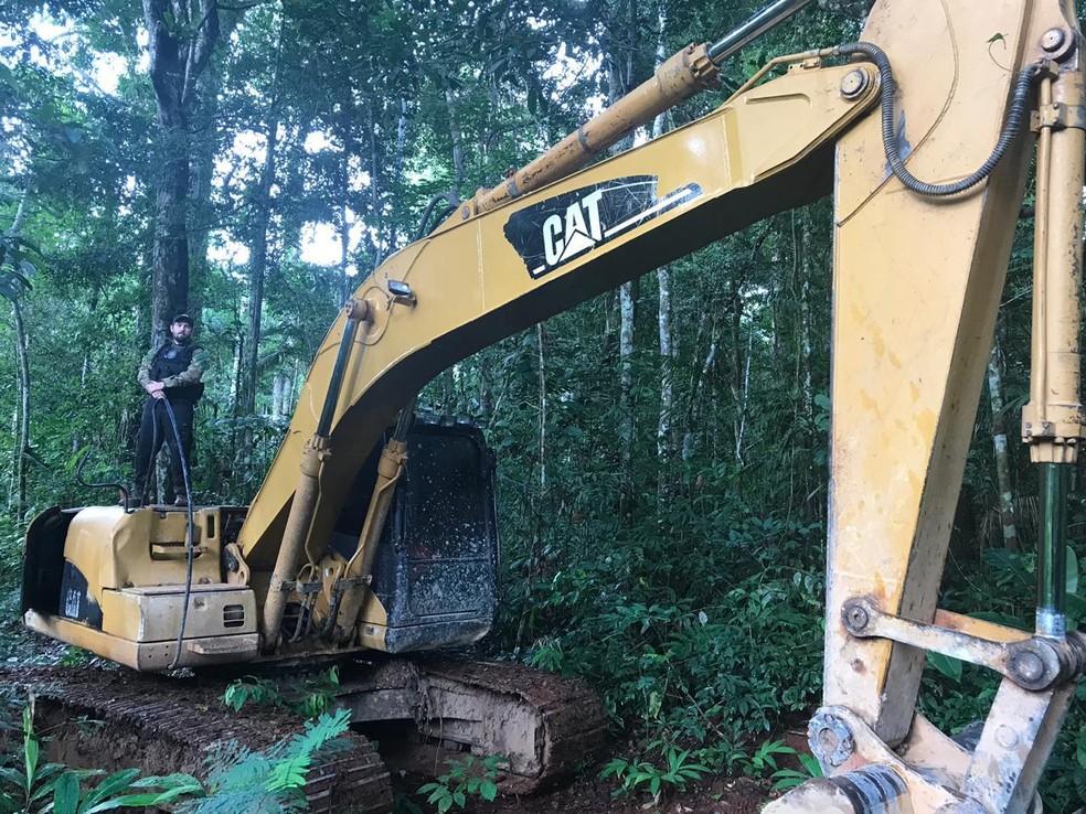 Maquinário destruído pela PF durante operação em terras indígenas de Rondônia — Foto: PF/Divulgação