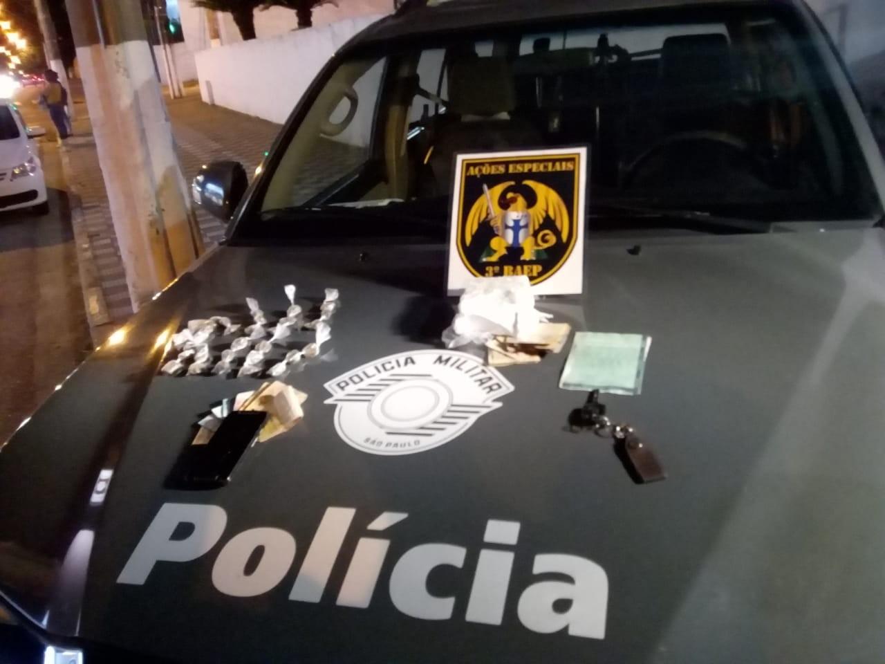 Homem é preso por tráfico de drogas no Jardim Emília em Jacareí, SP - Noticias