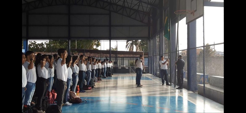 Gestores de escolas militarizadas no DF pedem a participação de militares na eleição de diretores  - Notícias - Plantão Diário