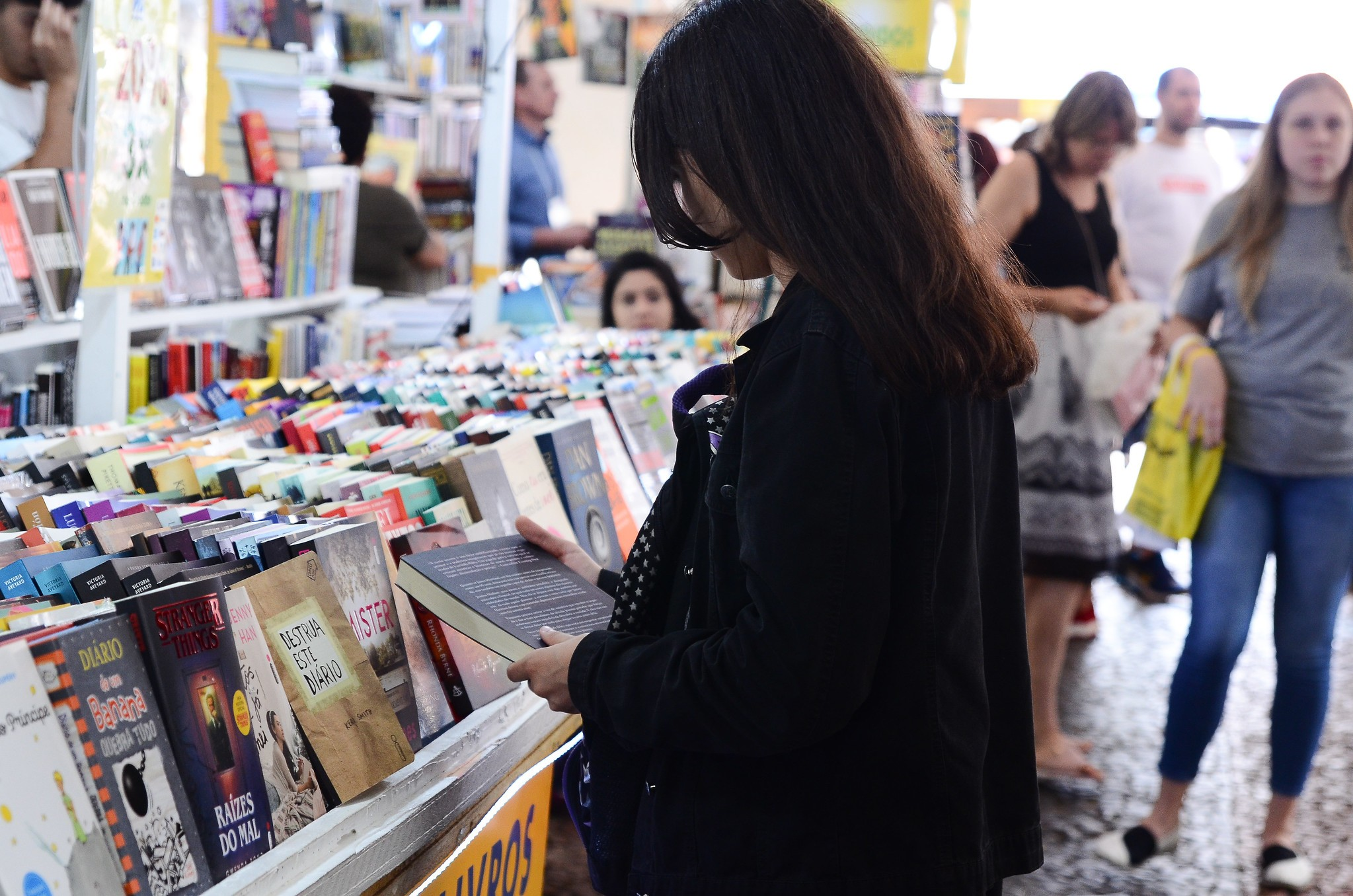Fabrício Carpinejar é o patrono da Feira do Livro de Porto Alegre; bancas voltam para Praça da Alfândega