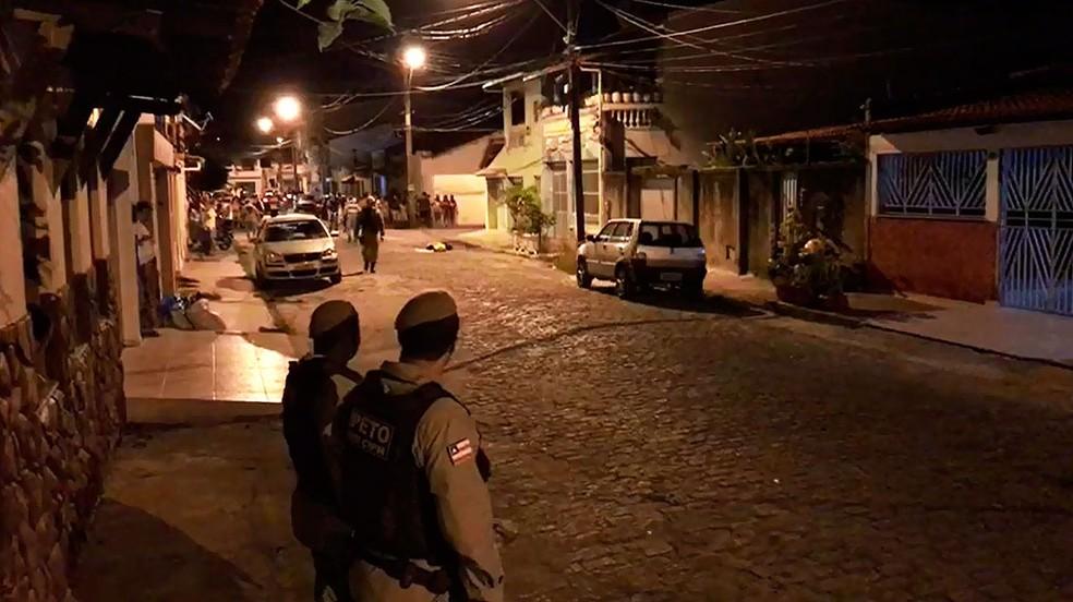 Troca de tiros assustou moradores do bairro Pontal, na noite de sexta-feira, em Ilhéus (Foto: Arquivo Pessoal)