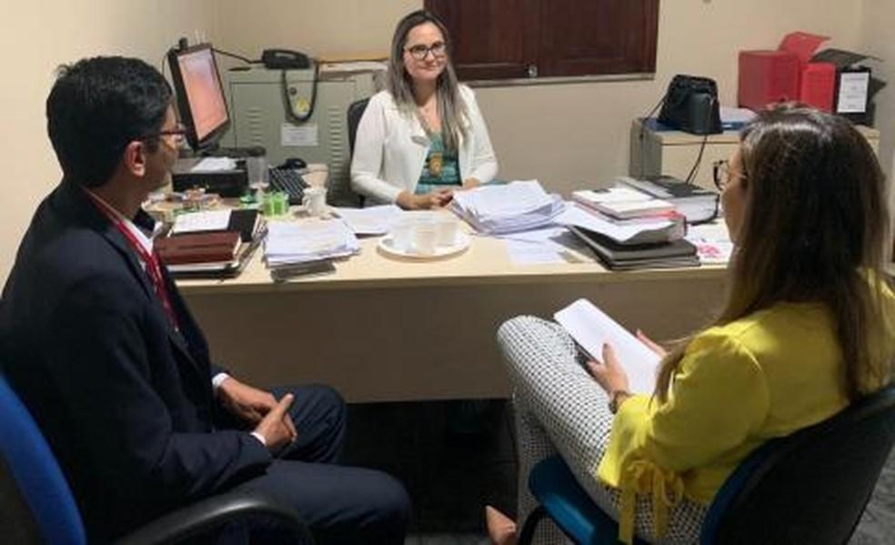 Delegada que investiga agressão contra criança autista em Castanhal se reune com promotores do MPPA.  — Foto: Divulgação / PC