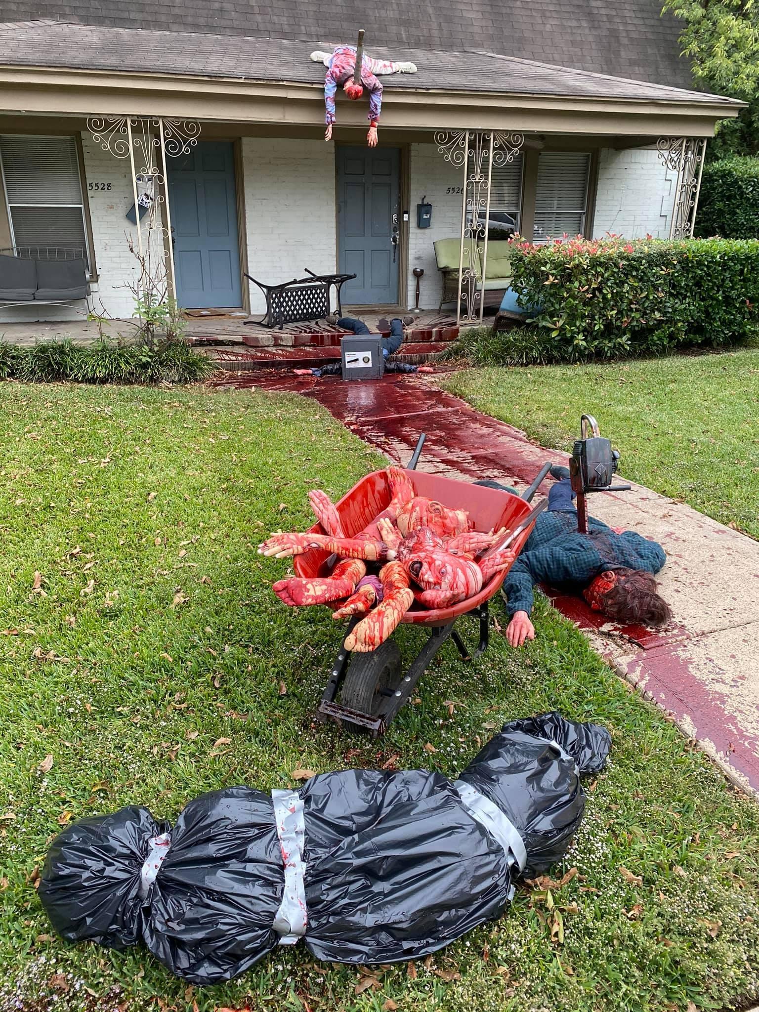 Decoração realista de Halloween faz vizinhos chamarem a polícia  (Foto: Reprodução/Facebook)
