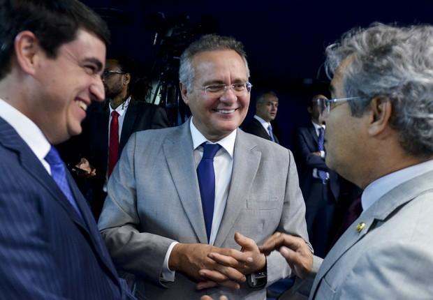 O secretário-geral da Mesa, Luiz Fernando Bandeira de Mello Filho, Renan Calheiros (PMDB-AL) e Jorge Viana (PT-AC) (Foto: Ana Volpe/Agência Senado)
