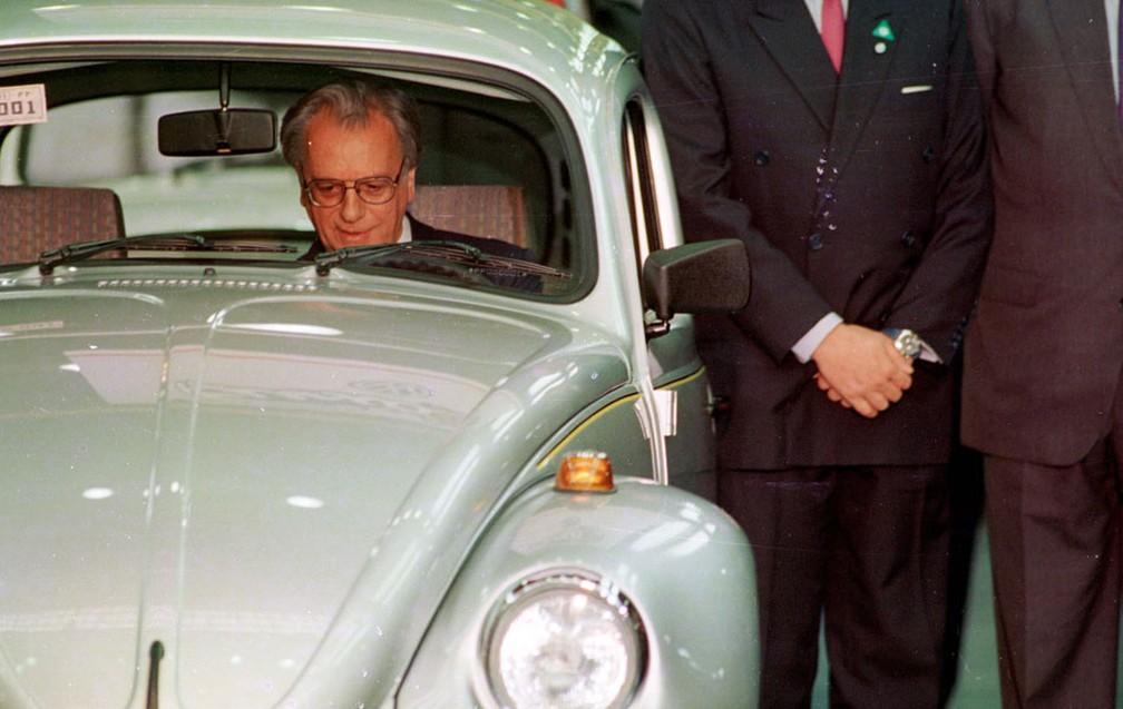 itamar01.153301 Você sabia que a Volkswagen encerrou a produção mundial do Fusca? Veja como foi a despedida...